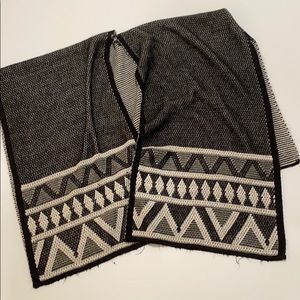 Sam Edelman Aztec black and white wrap